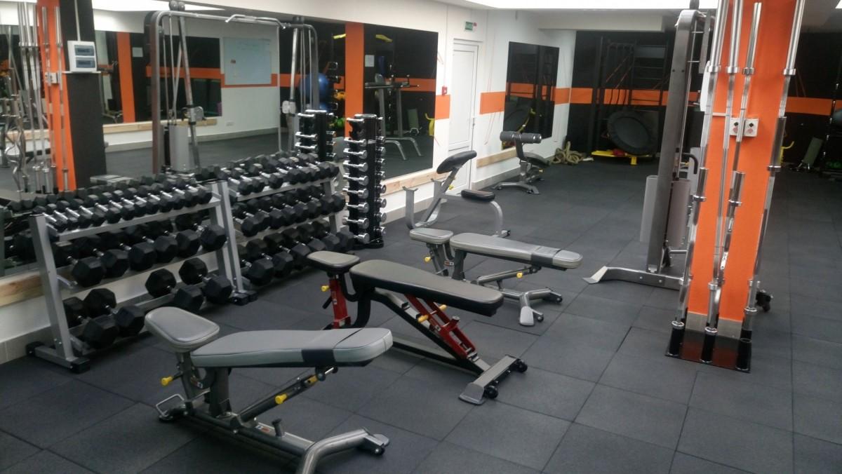 Большой выбор тренажеров в фитнес-клубе Grizzly